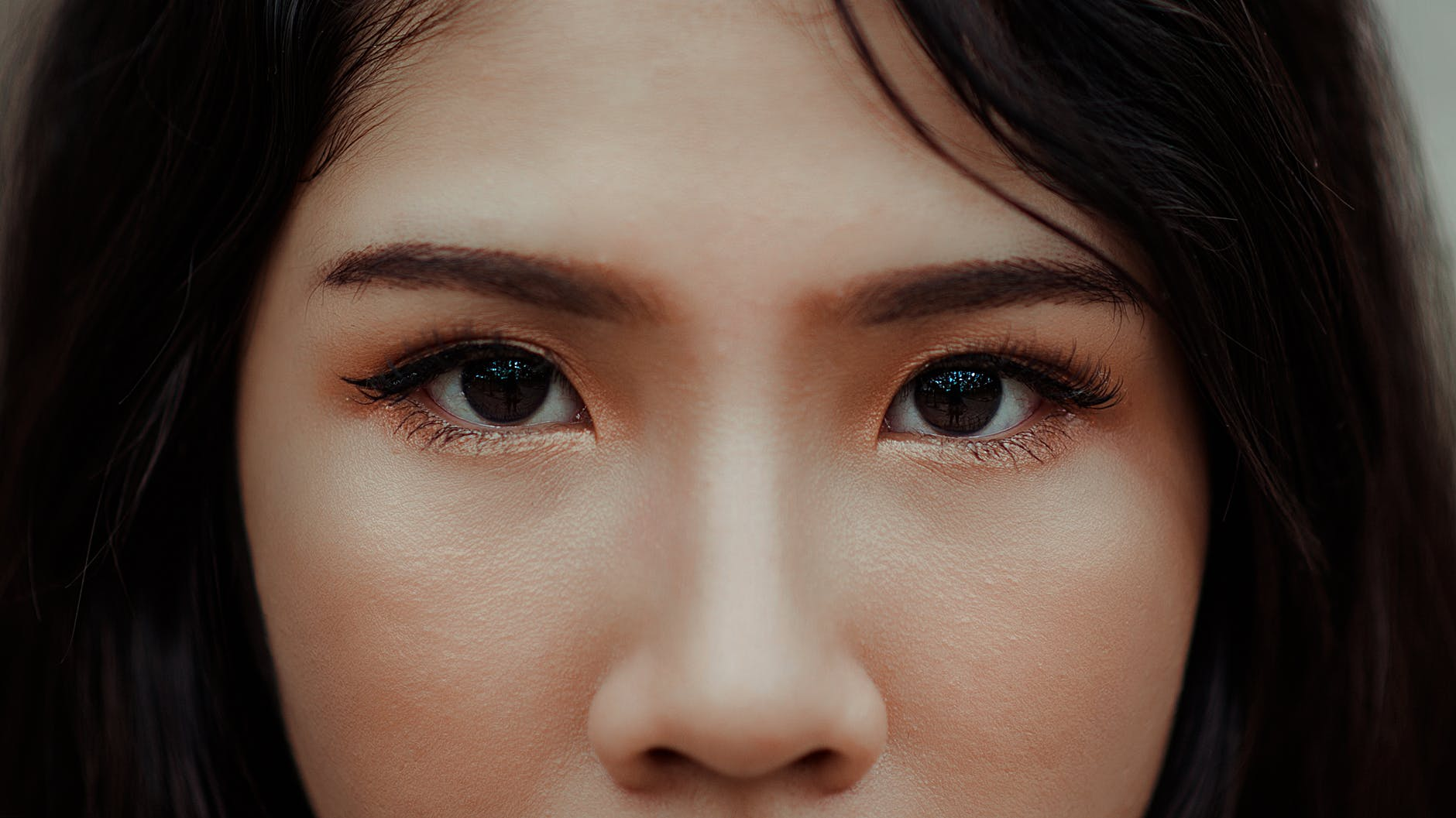 close up photography of a woman